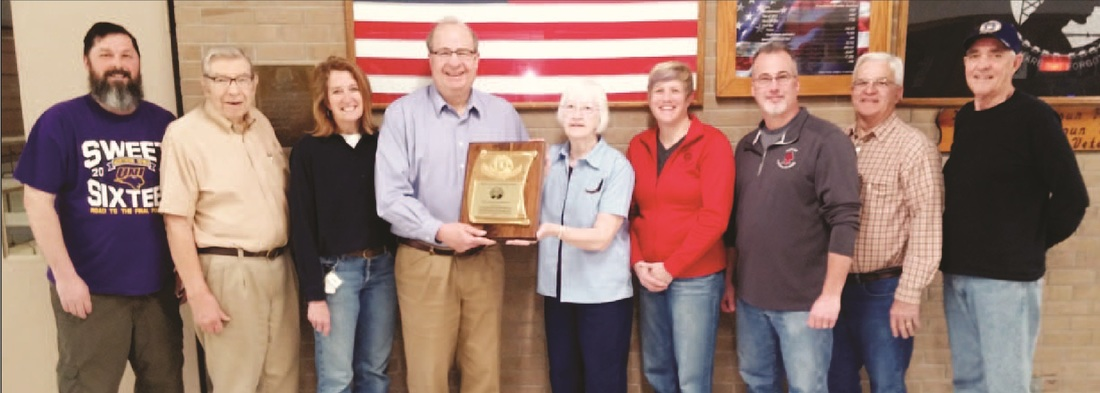 Picture of the Harlan Veterans Memorial Auditorium receiving the 2016 Warren Coleman Honorary Award from the Harlan Lions Club.